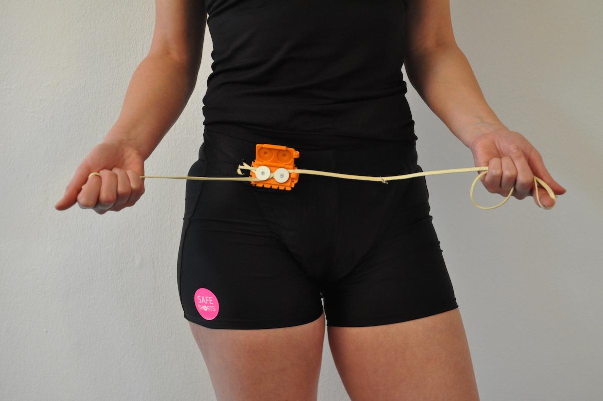 Notizia che fa polemica, inventati il pantaloncini antistupro.