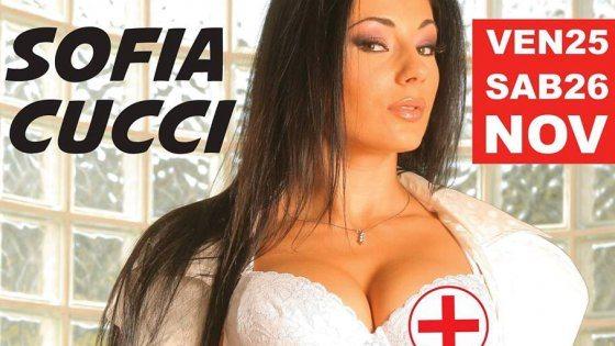 La p0rn0star Sofia se xy infermiera sul manifesto e gli infermieri si infuriano