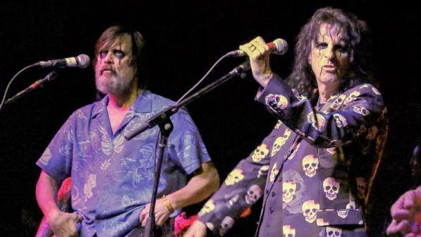 Alice Cooper e Jim Carrey cantano insieme sul palco