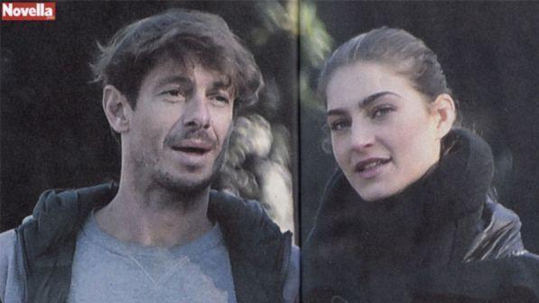 Giorgio Pasotti, a passeggio con una giovane modella