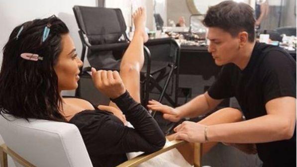 Kim Kardashian, al trucco anche le parti intime