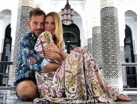 Bossari e Filippa Lagerback in viaggio di nozze, critica pesante ai genitori di Stella. Ma mamma risponde a tono