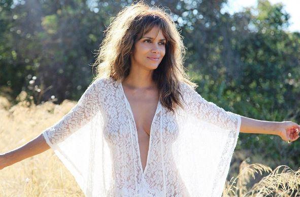 Halle Berry, una miscela perfetta di eleganza con un abito bianco
