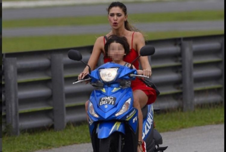Belen Rodriguez, le foto del piccolo Santiago sulla moto di Iannone senza casco fanno infuriare Stefano De Martino