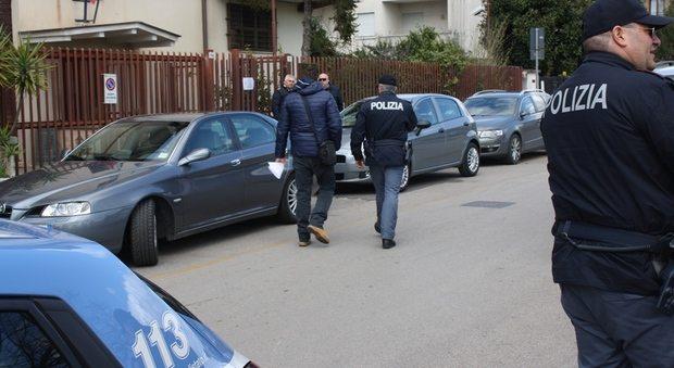 Buttafuori litiga e spara contro i clienti in un ristorante a Roma