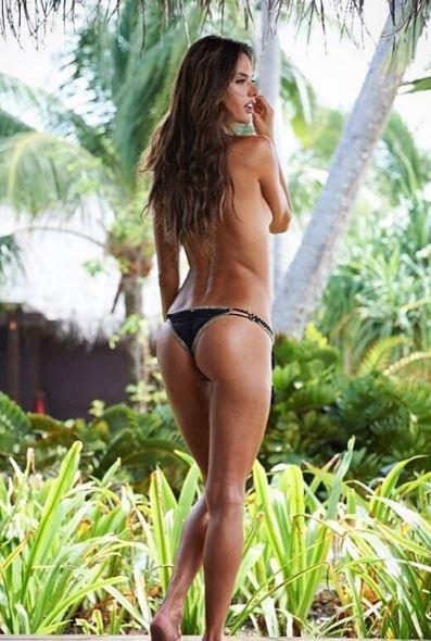 Alessandra Ambrosio, se. xy in riva al mare
