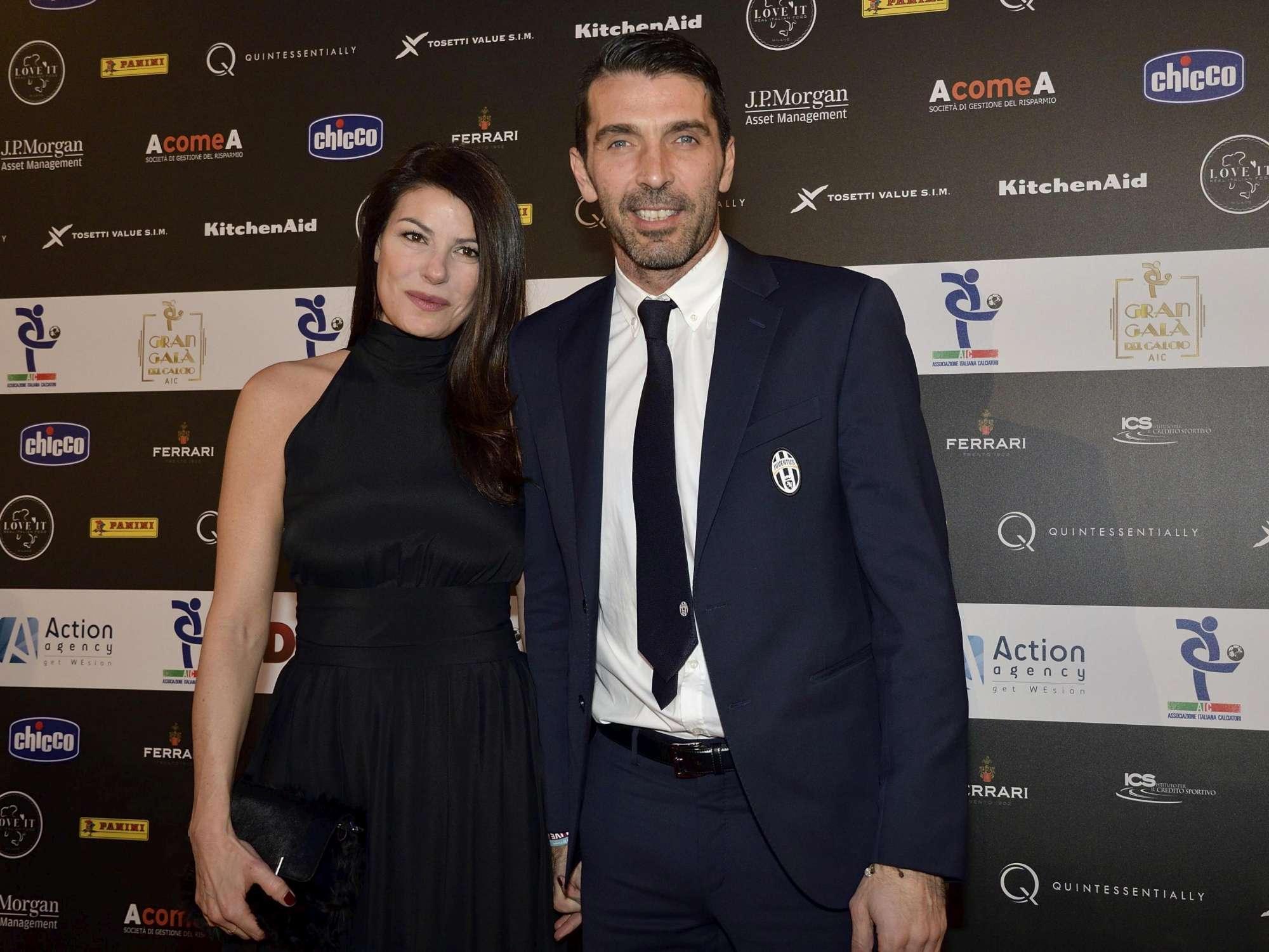 Ilaria D'Amico incontenibile dark lady con Gigi Buffon