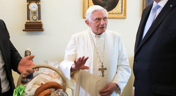 """""""Papa Ratzinger ha un apparecchio per chiedere aiuto in caso di malore"""""""