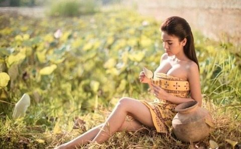 """""""Troppo bella e sexy per recitare"""": il governo ?bandisce attrice 24enne da cinema e tv"""