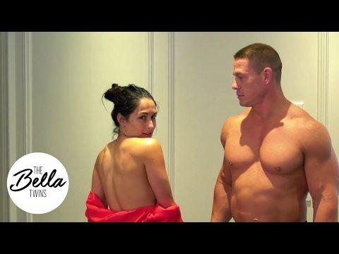 John Cena e Nikki Bella, nudi per festeggiare il mezzo milione di follower