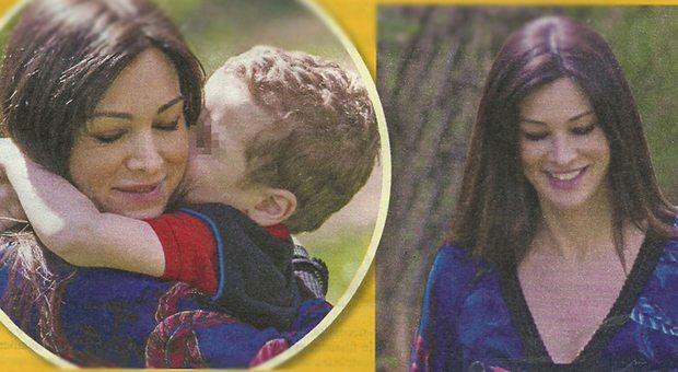 Manuela Arcuri tenera mamma col piccolo Mattia: