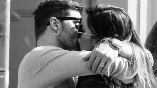 Belen, la dedica e il bacio appassionato di Andrea