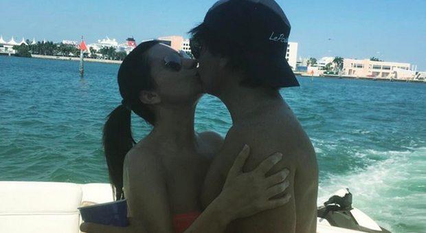 """""""Auguri amore mio!"""". Laura Pausini, il buon compleanno al compagno Paolo Carta è social"""