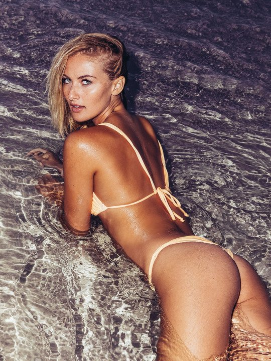 Selena Weber, sco. lla. ture h. ot in spiaggia a Miami