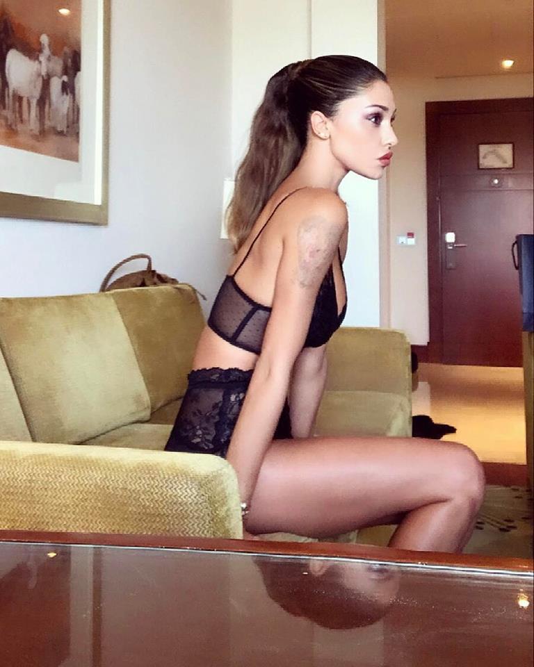 Belen Rodriguez e Andrea Iannone, vacanze h. ot a Doha nel resort di lusso