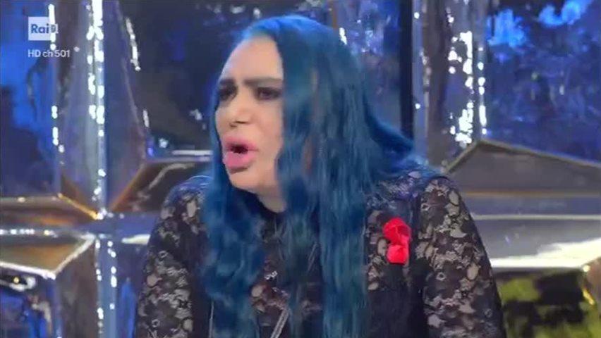 """Standing Ovation, insulto choc in diretta a Loredana Bertè: """"T'ha massacrato la natura"""""""