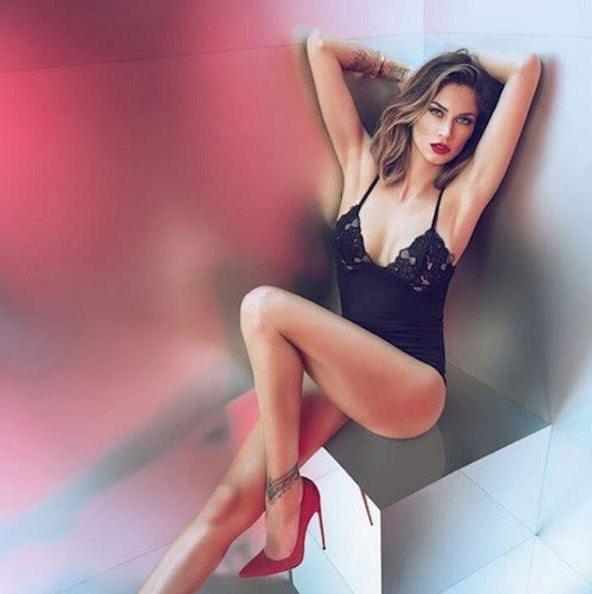 """Melissa Satta senza mut. and. ine in tv: """"Sono vittima di bullismo"""". La rabbia, l'orgoglio e… la denuncia"""