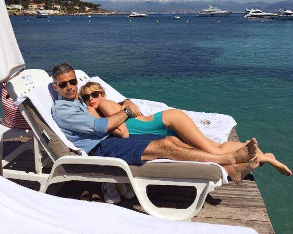 """Alessia Marcuzzi dopo l'Isola, luna di miele """"in famiglia"""" ad Antibes"""