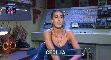 Cecilia furiosa con il fidanzato, a consolarla la sorella Belen