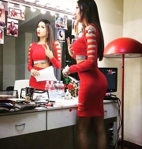 Elisabetta Gregoraci da urlo!! vestito rosso e la.t.0 b strepitoso