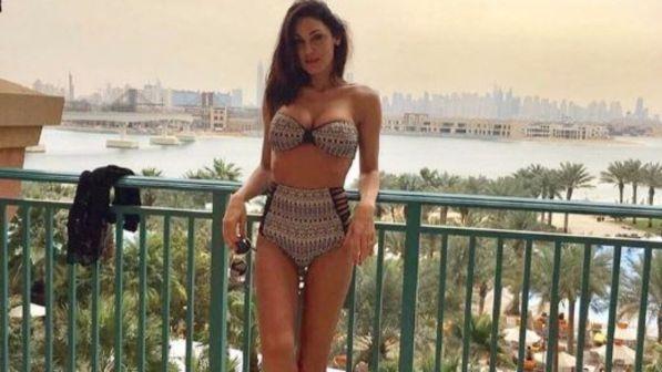 Anna Tatangelo, bik.ini esplosivo a Dubai