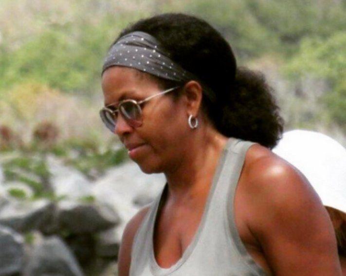 Michelle Obama, per la prima volta con i capelli al naturale