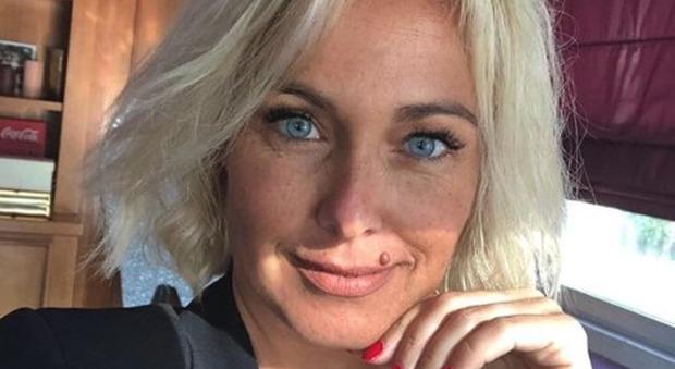 'Foto con difetti', Sonia Bruganelli sbotta per quel commento e fa scoppiare la polemica su Instagram