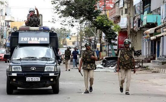 India: decapita la figlia 17enne e si costituisce con la testa in mano