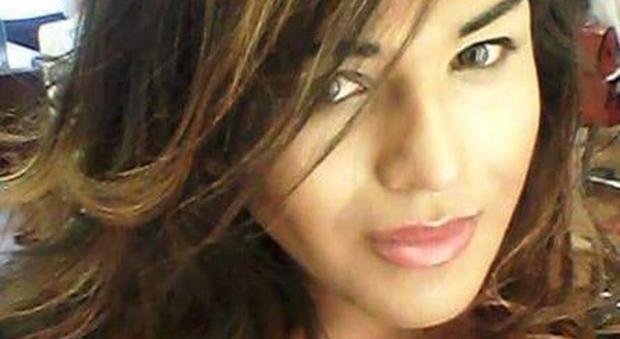 Trans perde permesso di soggiorno, Adriana messa nel Cie per uomini: da 8 giorni sciopero della fame