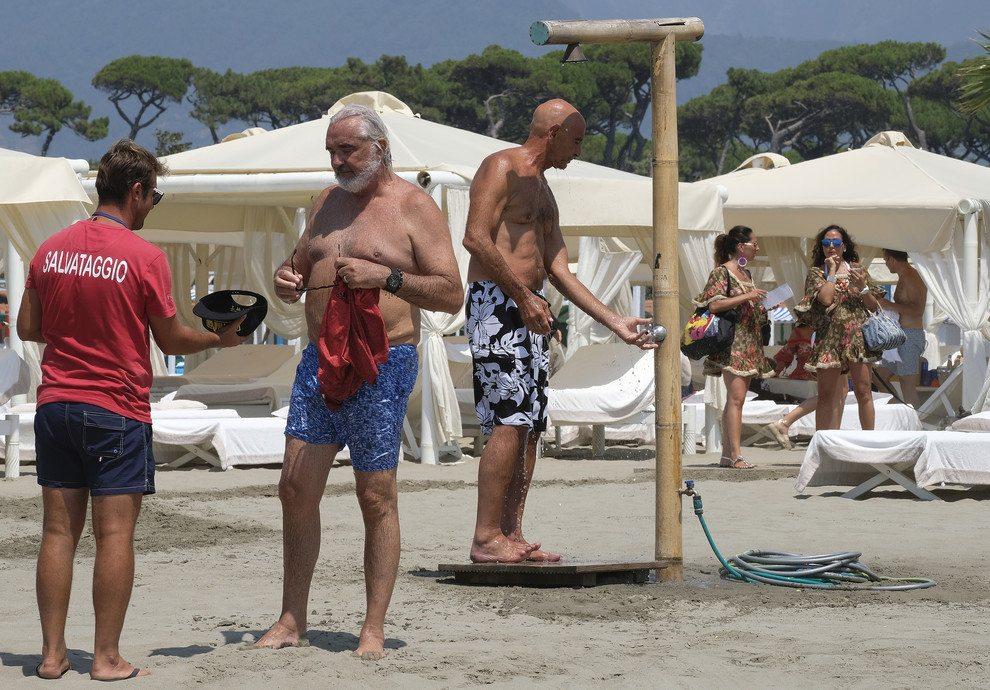 Flavio Briatore indaffarato: al Twiga Beach fra lavoro e divertimento