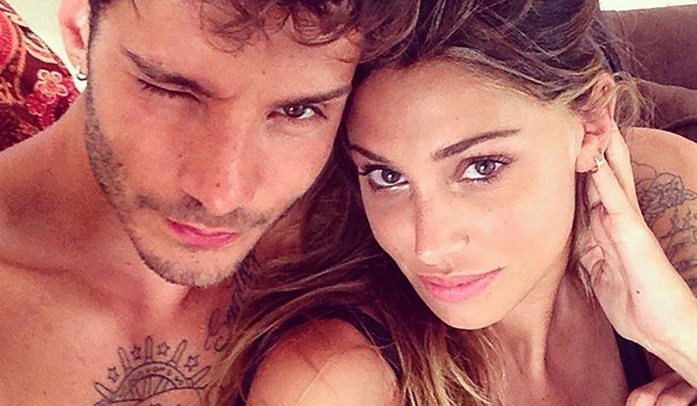 Belen e Stefano, pace social: lei lo segue su Instagram, lui commenta una foto