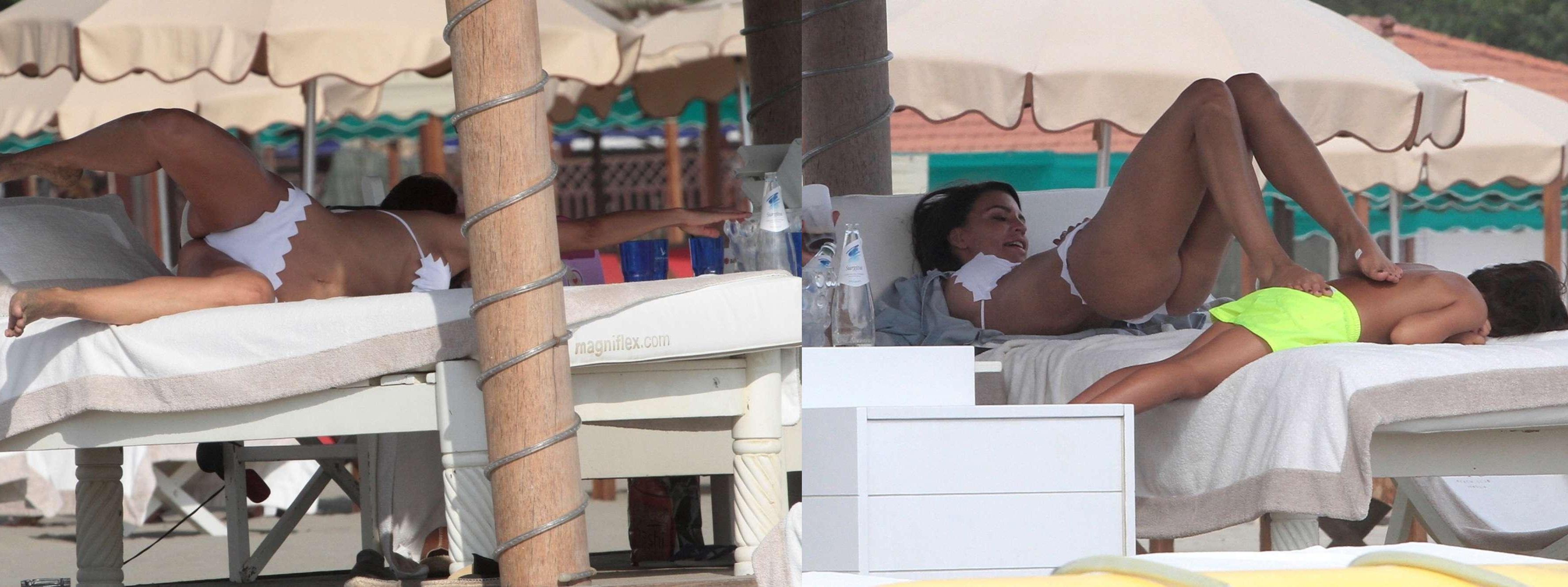 Claudia Galanti, acrobazie da vip in spiaggia