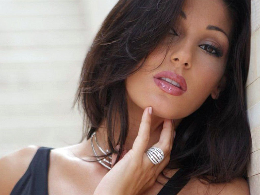 """Anna Tatangelo al centro del gossip, la cantante è furiosa: """"Uno schifo"""""""