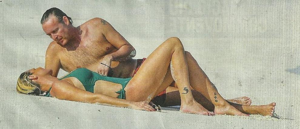 Simona Ventura e Gerò Carraro, luna di miele alle Maldive. E la foto in costume conquista il web