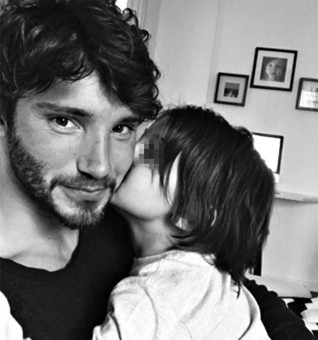 Belen e Stefano De Martino di nuovo insieme: Santiago compie 4 ann